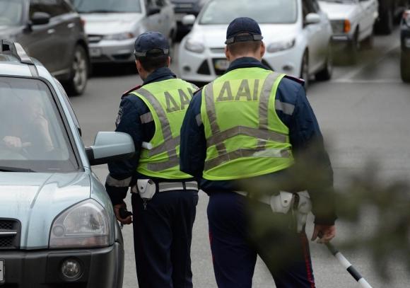 Гаишники не должны отбирать права на дороге – эксперты