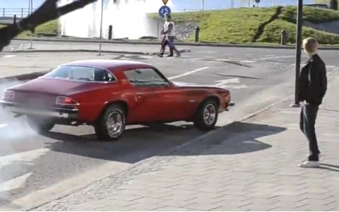 showoff-crashes-his-1975-chevrolet-camaro-trying-to-perform-a-burnout-video-96183_1