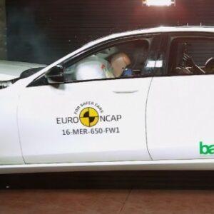 Euro NCAP разбил новые Mercedes-Benz E-Class и Peugeot 3008